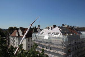 Dämmarbeiten auf dem Dach